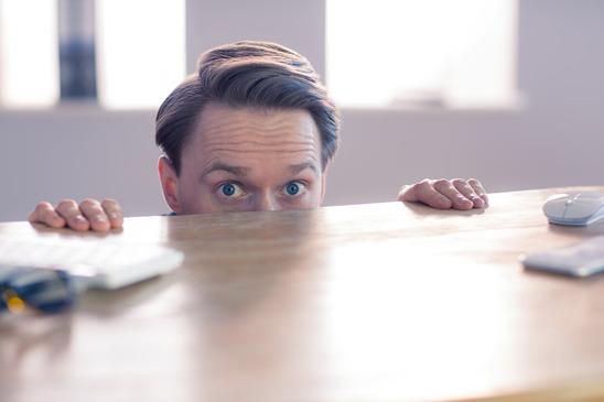 5 mental tricks to calm your nerves before a speech.